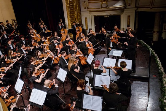 Nhạc trưởng, các nhạc công Dàn nhạc SSO gửi thông điệp lạc quan tới khán giả trong mùa dịch ảnh 2