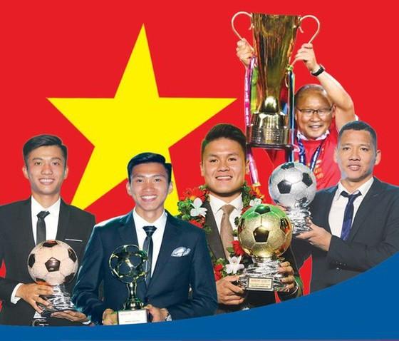 Các cầu thủ được tôn vinh tại lễ trao giải Quả bóng vàng 2018. Ảnh: HOÀNG HÙNG - Infographic: THÁI AN