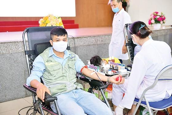 Tập đoàn Xây dựng Hòa Bình  tổ chức chương trình Giọt hồng yêu thương 2020 - lần 3 tại Hà Nội ảnh 1