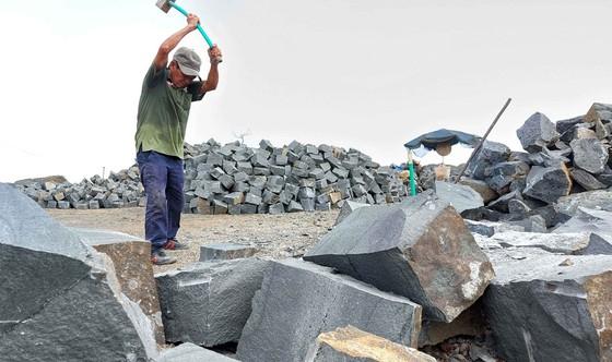 Mặt trái khai thác khoáng sản ở Tây Nguyên - Bài 3: Phận người bên mỏ quặng ảnh 4