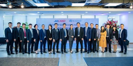 Hòa Bình và MBLand Holdings ký kết hợp đồng hợp tác chiến lược ảnh 1