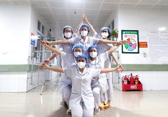 Bên trong những bệnh viện dã chiến ảnh 5