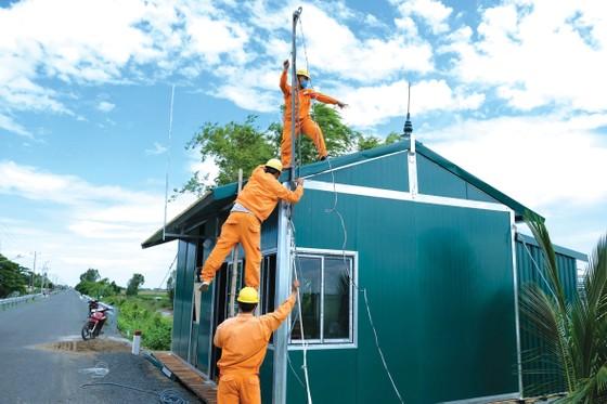 Tổng Công ty Điện lực miền Nam (EVNSPC): Tăng cường hướng dẫn phòng tránh tai nạn điện mùa mưa bão ảnh 1