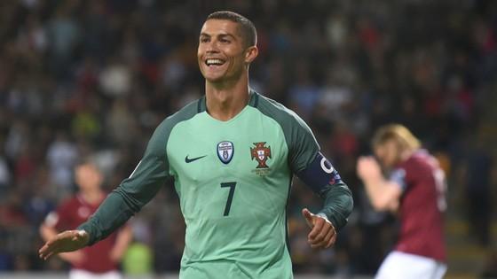 """Với kiểu tóc mới, Ronaldo đang sẵn sàng cùng Bồ Đào Nha """"bùng nổ"""" tại Confed Cup 2017"""