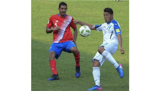 Costa Rica (trái) và Honduras sẽ có cơ hội đối đầu nhau.
