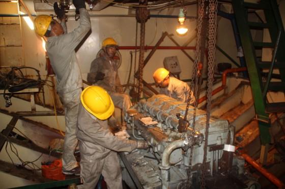 """Sự cố tàu vỏ thép: Doanh nghiệp bóc 3 máy tàu hàng """"chợ"""", thay lại máy chính hãng ảnh 8"""