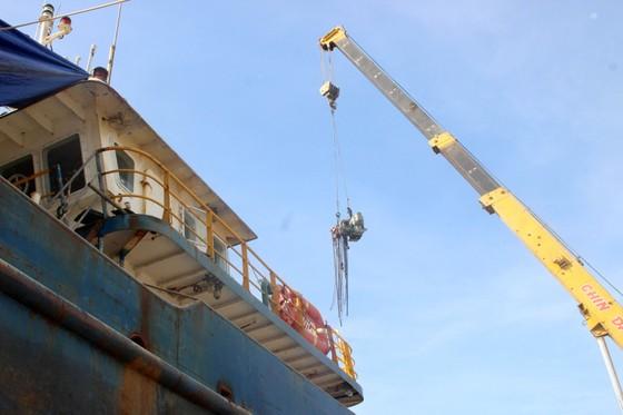 """Sự cố tàu vỏ thép: Doanh nghiệp bóc 3 máy tàu hàng """"chợ"""", thay lại máy chính hãng ảnh 6"""