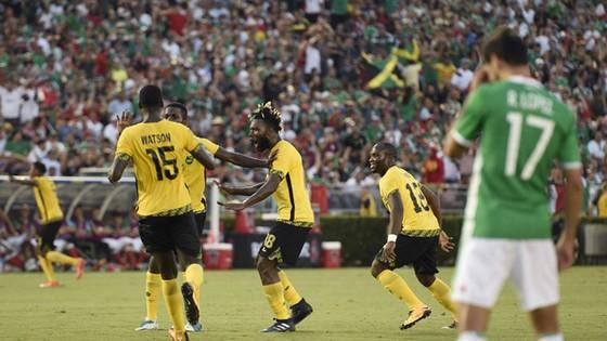 Các cầu thủ Jamaica ăn mừng sau khi ghi bàn. Ảnh: Reuters
