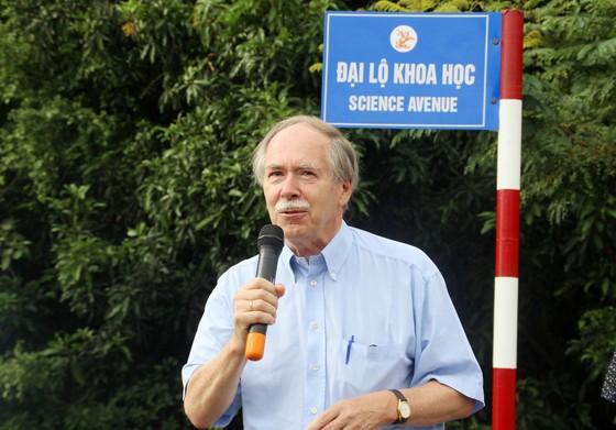 Giáo sư Gerardus 't Hooft đặt tên đường khoa học đầu tiên tại Việt Nam ảnh 2