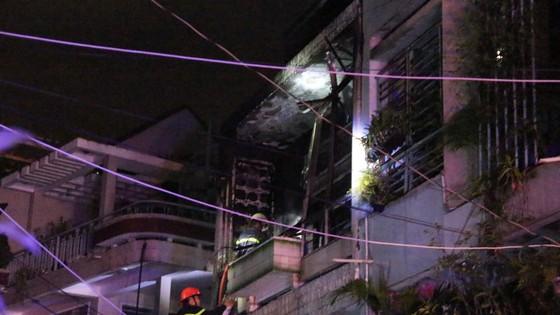 Cháy nhà trong hẻm, 7 người trong nhà may mắn thoát nạn ảnh 1