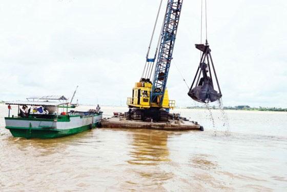Móc ruột những dòng sông: Vắt kiệt tài nguyên cát ảnh 1