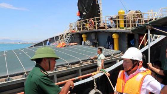 Khẩn trương cứu hộ tàu chở hơn 3.000 tấn hàng bị chìm trên vùng biển Ninh Thuận  ảnh 1