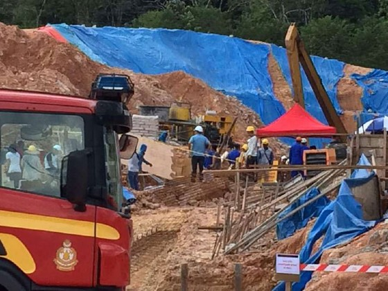 Malaysia: Lở đất chôn vùi nhiều người tại công trường xây dựng ảnh 1