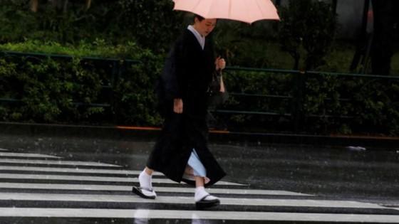 Bão Lan đổ bộ vào Nhật Bản, hàng nghìn người được yêu cầu sơ tán ảnh 4