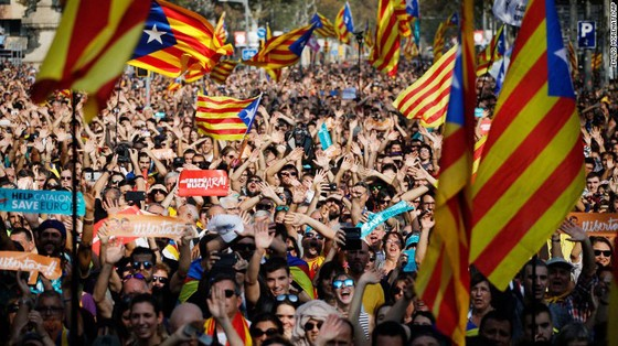 Catalonia chính thức tuyên bố độc lập khỏi Tây Ban Nha ảnh 1