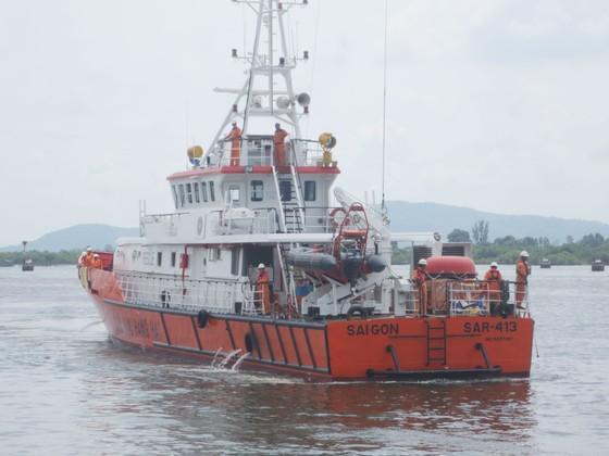 Khẩn trương tìm kiếm 2 thuyền viên mất tích trên biển ảnh 1