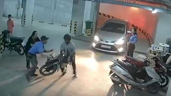 Nhân viên bảo vệ chung cư đánh người nhập viện khai gì? ảnh 2