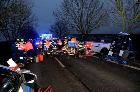 3 người chết, 45 người bị thương sau tai nạn giao thông tại Prague, Czech ảnh 1