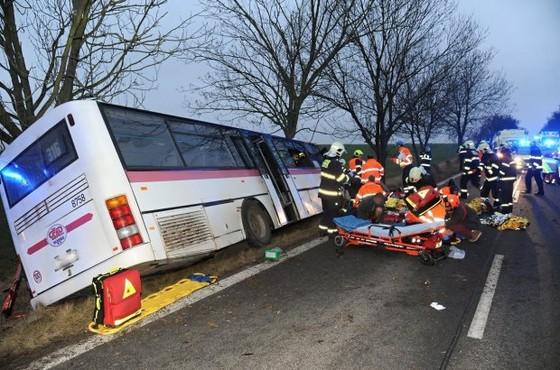 3 người chết, 45 người bị thương sau tai nạn giao thông tại Prague, Czech ảnh 2
