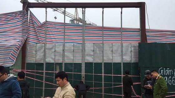 Hà Nội: Sập giàn giáo công trường tại phố Tố Hữu, 6 người thương vong  ảnh 1