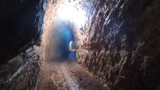 """Kon Tum: Phát hiện hầm vàng """"khủng"""" trong vườn chanh dây ảnh 3"""