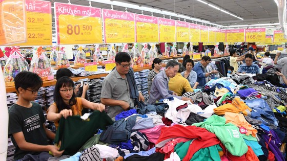 Siêu thị Co.opmart Tân Thành – Bà Rịa đông khách nhờ khuyến mãi ảnh 1