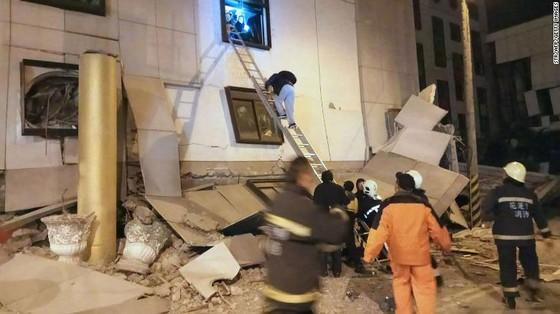Động đất 6,5 độ Richter tại Đài Loan (Trung Quốc): Lực lượng cứu hộ chạy đua với thời gian tìm kiếm người mất tích ảnh 3