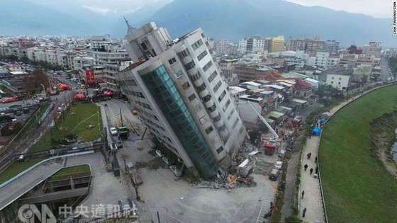 Động đất 6,5 độ Richter tại Đài Loan (Trung Quốc): Lực lượng cứu hộ chạy đua với thời gian tìm kiếm người mất tích ảnh 4