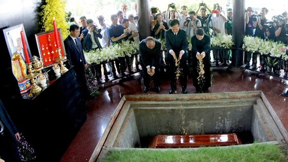 Lễ an táng nguyên Thủ tướng Phan Văn Khải ảnh 8
