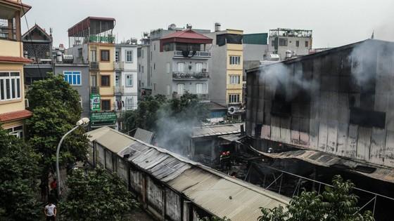 Cháy lớn thiêu rụi chợ Quang ở Thanh Trì, Hà Nội  ảnh 2