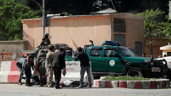 Afghanistan: Ít nhất 25 người thiệt mạng trong 2 vụ đánh bom liều chết tại Kabul ảnh 5