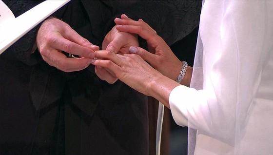 Hoàng tử Harry và Meghan Markle chính thức là vợ chồng ảnh 21