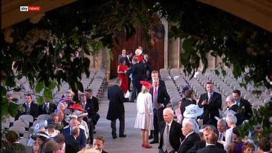 Hoàng tử Harry và Meghan Markle chính thức là vợ chồng ảnh 55