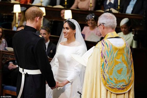 Hoàng tử Harry và Meghan Markle chính thức là vợ chồng ảnh 19