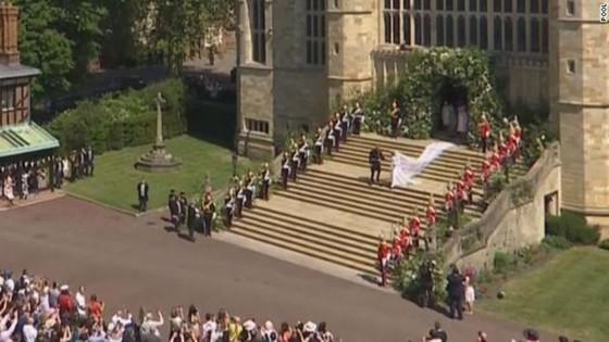 Hoàng tử Harry và Meghan Markle chính thức là vợ chồng ảnh 17