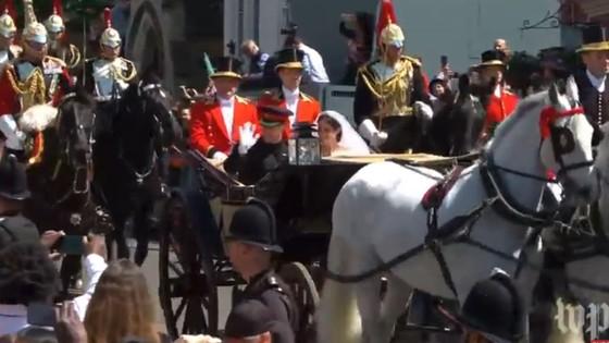Hoàng tử Harry và Meghan Markle chính thức là vợ chồng ảnh 8