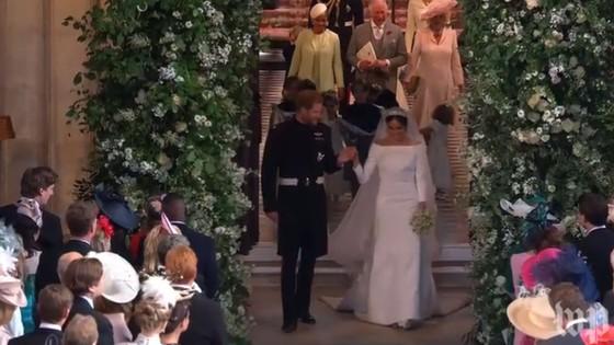 Hoàng tử Harry và Meghan Markle chính thức là vợ chồng ảnh 14
