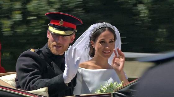 Hoàng tử Harry và Meghan Markle chính thức là vợ chồng ảnh 6