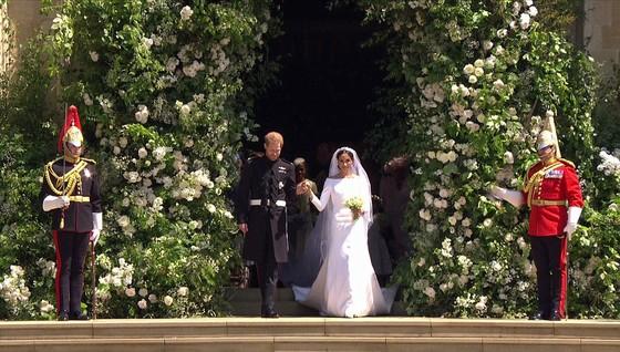 Hoàng tử Harry và Meghan Markle chính thức là vợ chồng ảnh 13