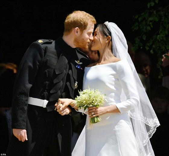 Hoàng tử Harry và Meghan Markle chính thức là vợ chồng ảnh 12