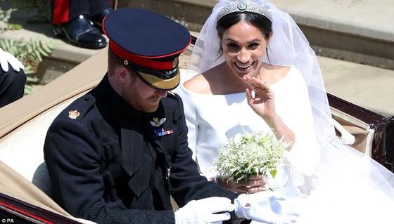Hoàng tử Harry và Meghan Markle chính thức là vợ chồng ảnh 5
