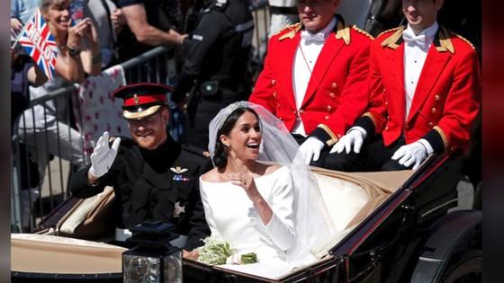 Hoàng tử Harry và Meghan Markle chính thức là vợ chồng ảnh 4