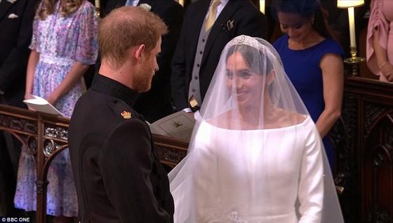 Hoàng tử Harry và Meghan Markle chính thức là vợ chồng ảnh 26