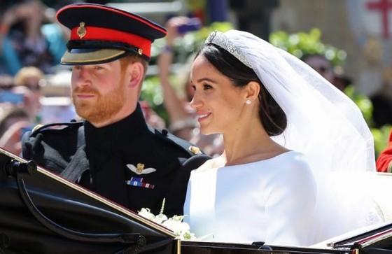 Hoàng tử Harry và Meghan Markle chính thức là vợ chồng ảnh 1
