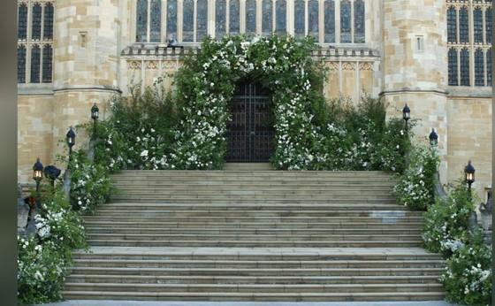Hoàng tử Harry và Meghan Markle chính thức là vợ chồng ảnh 37