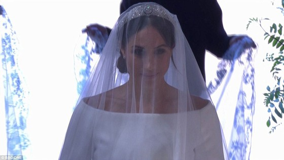 Hoàng tử Harry và Meghan Markle chính thức là vợ chồng ảnh 30