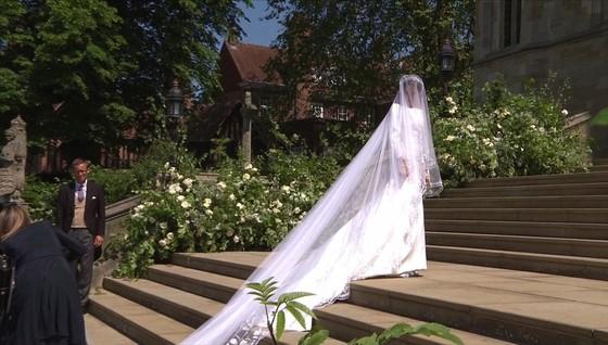 Hoàng tử Harry và Meghan Markle chính thức là vợ chồng ảnh 28