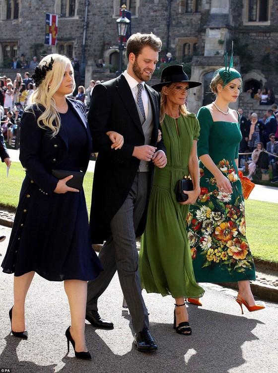 Hoàng tử Harry và Meghan Markle chính thức là vợ chồng ảnh 51