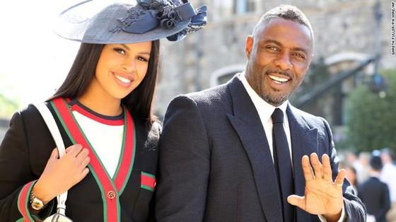 Hoàng tử Harry và Meghan Markle chính thức là vợ chồng ảnh 52