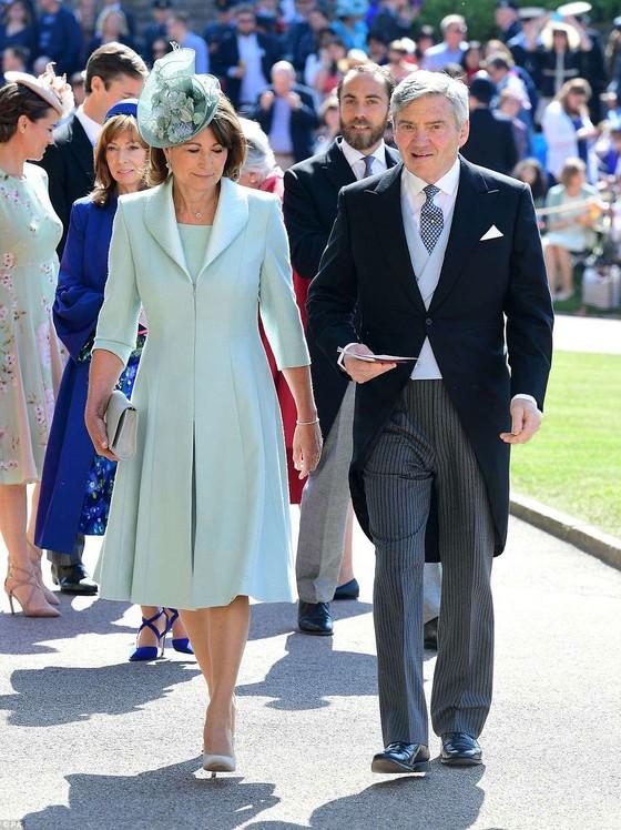 Hoàng tử Harry và Meghan Markle chính thức là vợ chồng ảnh 58
